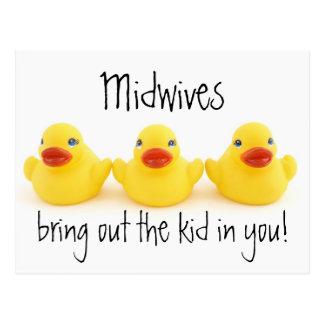 Cartão Postal Miúdos das parteiras e patos de borracha amarelos