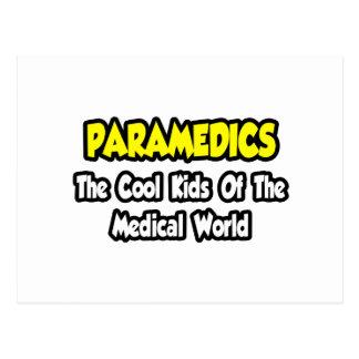 Cartão Postal Miúdos legal dos paramédicos… do mundo médico