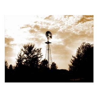 Cartão Postal Moinho de vento no crepúsculo