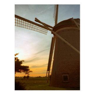 Cartão Postal Moinho de vento no por do sol