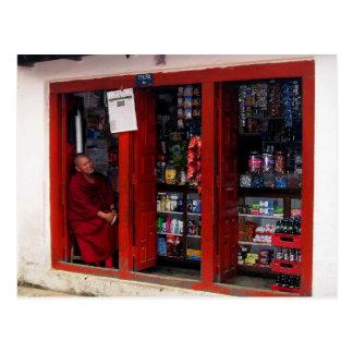 Cartão Postal Monge tibetana de sorriso