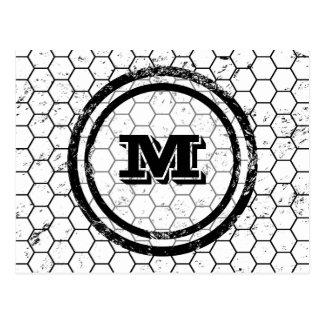Cartão Postal Monograma preto e branco do favo de mel geométrico