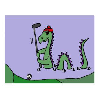 Cartão Postal Monstro engraçado de Loch Ness que joga o golfe