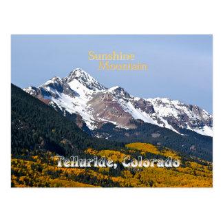Cartão Postal Montanha da luz do sol - estilo do vintage