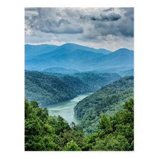 Cartão Postal montanhas de grande enfumaçado aéreas de fontana