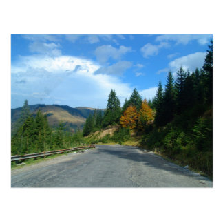 Cartão Postal Montanhas de Moldova no outono