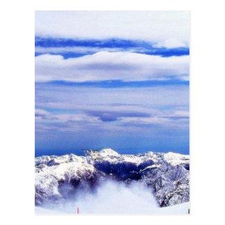 Cartão Postal Montanhas do cume com céu azul