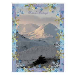 Cartão Postal Montanhas nevado nos cumprimentos da estação do