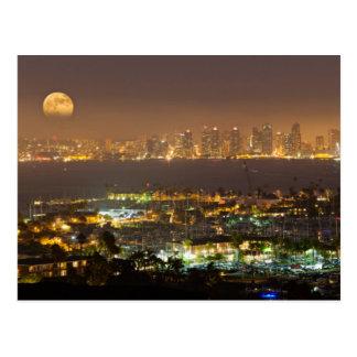 Cartão Postal Moonrise sobre a skyline de San Diego