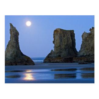 Cartão Postal Moonset, praia de Bandon, Oregon.
