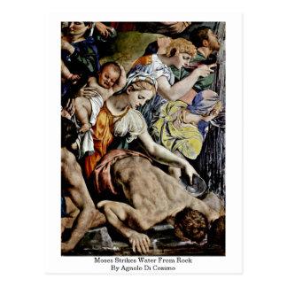 Cartão Postal Moses golpeia a água da rocha por Agnolo Di Cosimo