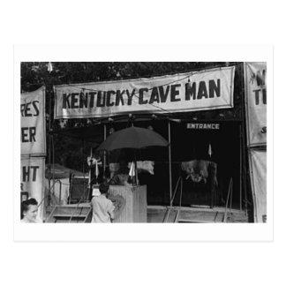 Cartão Postal Mostra do carnaval do vintage do homem de caverna