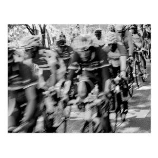 Cartão Postal Motociclistas preto e branco obscuros