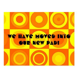 Cartão Postal Mudança de endereço alaranjada retro Funky