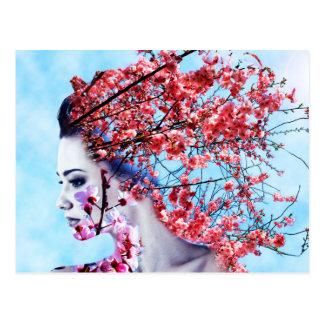 Cartão Postal Mulher da flor de cerejeira