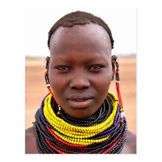 Cartão Postal Mulher de Nyangatom que veste colares frisadas