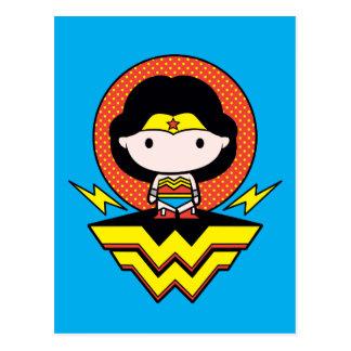 Cartão Postal Mulher maravilha de Chibi com bolinhas e logotipo