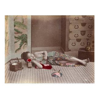 Cartão Postal Mulher que reclina com tubulação, vintage de Japão
