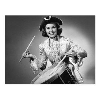 Cartão Postal Mulher vestida como o baterista do americano