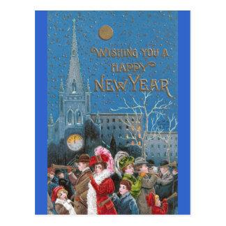 Cartão Postal Multidão de foliões felizes com os chifres no ano
