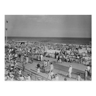 Cartão Postal Multidão na praia