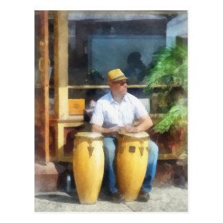 Cartão Postal Músicos - jogando cilindros de bongos