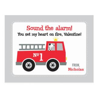 Cartão Postal Namorados da classe do carro de bombeiros