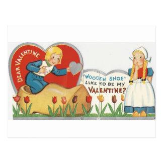 Cartão Postal Namorados de madeira dos calçados do vintage