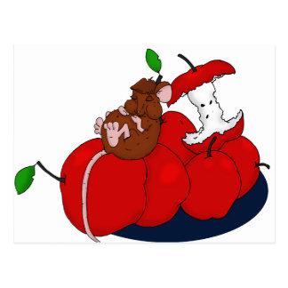 Cartão Postal Napping em maçãs