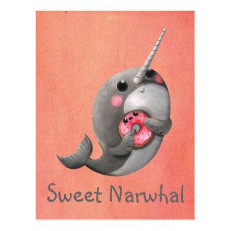 Cartão Postal Narwhal tímido com rosquinha