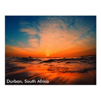 Cartão Postal Nascer do sol bonito sobre o oceano em Durban, sul