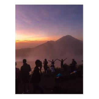 Cartão Postal Nascer do sol da montagem Batur em Bali, Indonésia