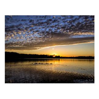 Cartão Postal Nascer do sol de Winnemaug do lago
