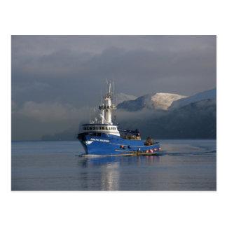 Cartão Postal Navegador ártico, barco do caranguejo no porto