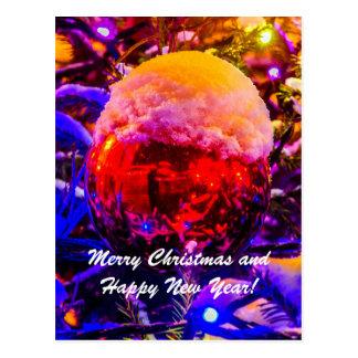 Cartão Postal Neve do vermelho da bola do Natal