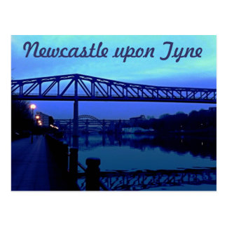Cartão Postal Newcastle em cima do azul de Tyne constrói uma