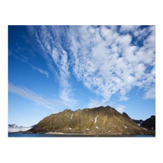 Cartão Postal Noruega, Svalbard, nuvens acima dos penhascos