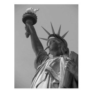 Cartão Postal Nova Iorque preta & branca da estátua da liberdade
