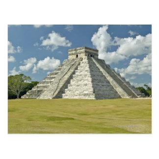 Cartão Postal Nuvens inchado brancas sobre a pirâmide maia