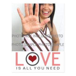 Cartão Postal O amor é tudo que você precisa a foto cinzenta