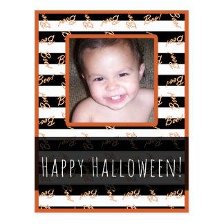Cartão Postal O branco preto do Dia das Bruxas listra a foto