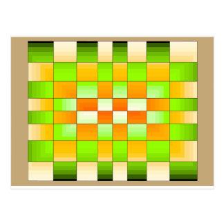 Cartão Postal O conselho de xadrez amarelo e verde da ilusão