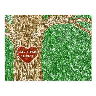 Cartão Postal O coração cinzelou na árvore