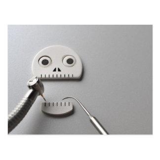 Cartão Postal O esqueleto que o tratamento dental é tomado
