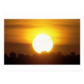 Cartão Postal o kground adiciona o por do sol CONHECIDO da FOTO