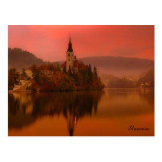 Cartão Postal O lago sangrou a beleza natural do por do sol | de