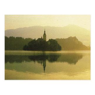 Cartão Postal O lago sangrou, antiga Jugoslávia, imagem do