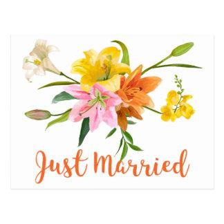 Cartão Postal O lírio alaranjado do casamento do recem casados