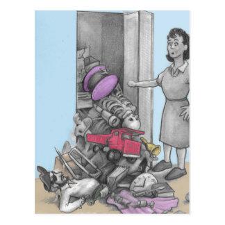 Cartão Postal O material da mulher cai fora do armário