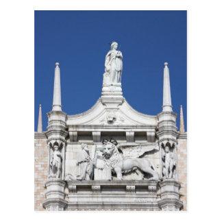 Cartão Postal O palácio dos Doges com a estátua do Doge antes do
